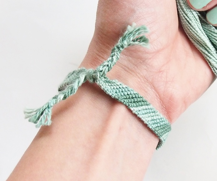 {DIY ~ Friendship Bracelet Tutorial} Learn how to make a diagonal stripe friendship bracelet.