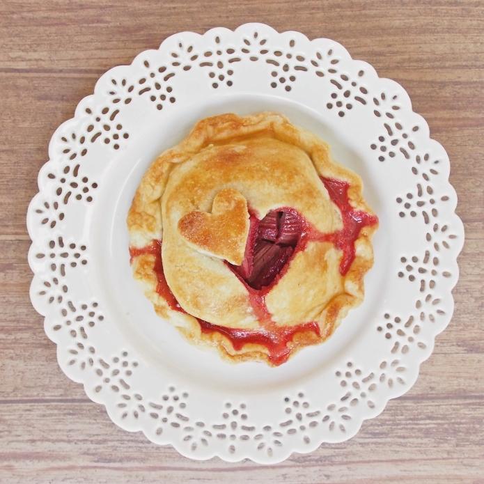 ♥ Strawberry Rhubarb Hand Pies ♥