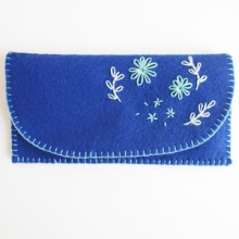 {DIY} Handmade iPhone & Card Wallet with Embroidered Spring Flowers